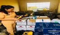 Thanh Hóa: CSGT bắt giữ 540 chai rượu ngoại không rõ nguồn gốc