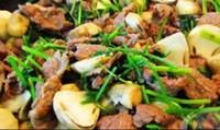 Đưa cơm với nấm rơm xào thịt bò