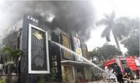 Cháy lớn quán karaoke ở Linh Đàm, khói bốc cao hàng chục mét