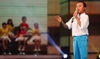 """Hồ Văn Cường: """"Cậu bé hát đám cưới"""" mơ ước làm ca sĩ để lấy tiền cho cha mẹ"""