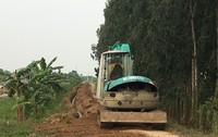 Hải Dương: Công ty nước sạch đào đê, chôn đường ống nước