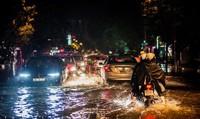 Hà Nội: Dư âm trận mưa lớn bất ngờ, nhiều tuyến phố ngập nặng