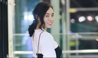 Á hậu Ngô Thùy Linh mang bánh trung thu tặng bạn bè quốc tế