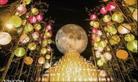 """Đến Vincom – Đón """"siêu trăng"""" kỷ lục"""