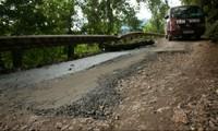 Đường ven hồ Ba Bể: Lãng phí trong duy tu, sửa chữa
