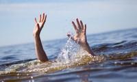 Rơi xuống suối tử vong vì cầm gậy đánh ghen trên cầu