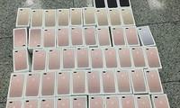 Bốn hành khách quấn 250 iPhone quanh người, xuống sân bay Tân Sơn Nhất