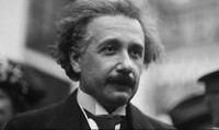 Albert Einstein: khổ đau dưới lớp hào quang