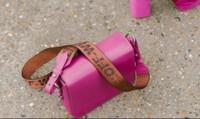 """5 thiết kế túi xách nữ hứa hẹn sẽ trở thành """"IT bag"""" khuấy đảo giới mộ điệu"""