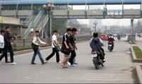 """Xử phạt người đi bộ vi phạm giao thông: Cần có """"thuốc"""" đặc trị"""