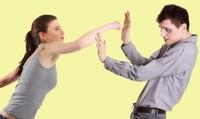 Đàn ông làm gì khi bị 'bạo hành chốn phòng the?'