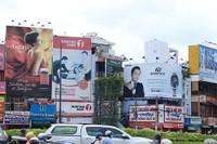 Không cấm bảng quảng cáo tấm lớn ở mặt tiền nhà