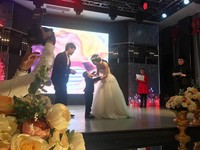 Cậu bé 4 tuổi bị ung thư được tổ chức 'đám cưới' với mẹ