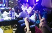 Rạng sáng, bắt 30 thanh niên phê ma túy trong quán karaoke