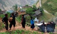Hãi hùng tục treo người chết trong đám tang người Mông