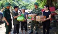 Bộ đội Biên phòng giúp người dân bị lũ quét ở Bát Xát