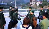 Biên giới Lào Cai: Cảnh giác với các chiêu lừa buôn người qua mạng