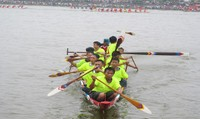 Sôi động hội đua thuyền truyền thống trên hồ Khe Chè