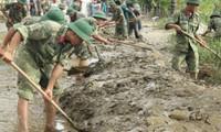 Lực lượng vũ trang tỉnh Thừa Thiên Huế tham gia khắc phục bão lụt