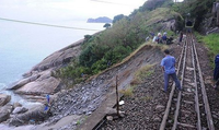 Thông tuyến đường sắt Bắc – Nam đoạn qua Đèo Cả sau 10 ngày sửa chữa