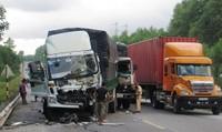 Tai nạn liên hoàn giữa 2 xe tải và xe container, một người bị thương