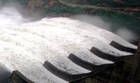 Các hồ thủy điện điều tiết xả lũ, cấm các hoạt động trên biển