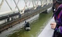 Nam sinh gieo mình xuống sông Hương tự vẫn