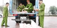 Bắt giữ xe tải chở 5000 gói mỳ chính không rõ nguồn gốc
