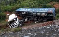 Quảng Bình:  Xe container lao xuống vực, 2 người bị thương nặng