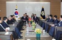 Thứ trưởng Bộ Tư pháp Trần Tiến Dũng tháp tùng Phó Thủ tướng Thường trực Chính phủ Trương Hoà Bình thăm Hàn Quốc
