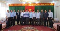 Bộ trưởng Lê Thành Long trao quà hỗ trợ người dân bị lũ lụt tại 3 tỉnh Bình Định, Phú Yên, Khánh Hoà