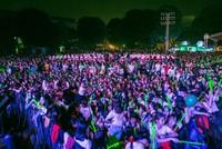 Fan liên tục ngất xỉu trong liveshow của Noo Phước Thịnh