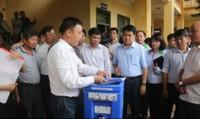 Chủ tịch Chung yêu cầu đảm bảo đời sống cho người dân vùng ngập úng