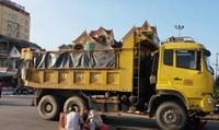 Xe tải chở đất tông con tử vong, mẹ nguy kịch