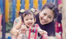 Xúc động khi xem loạt khoảnh khắc đầy tình mẫu tử của diễn viên Mai Phương và con gái