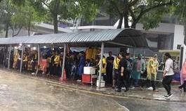 Mưa như trút nước ở Kuala Lumpur, trận chung kết AFF có bị hủy?