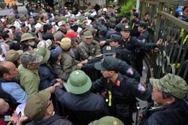 Thương binh tiếp tục vây kín trụ sở, VFF đề nghị Bộ tư lệnh thủ đô vào cuộc