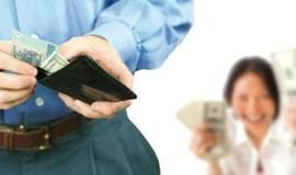 Vợ làm rõ các khoản tiền ngoài lương chồng mang về để chống tham nhũng