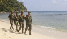 Đồn Biên phòng Thổ Châu giúp ngư dân tự tin vươn khơi bám biển