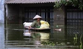 Người dân 'rốn lũ' Chương Mỹ sống chung với ngập lụt, chờ nước rút