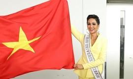 H'Hen Niê tự hào giương cao quốc kỳ, lên đường tới 'đấu trường' Miss Universe 2018
