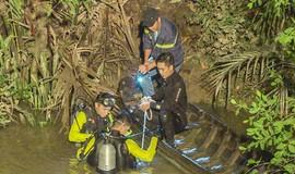 Xe máy phóng 'tốc độ tử thần' lao qua cầu xuống sông, một người chết