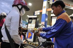 Thuế môi trường với xăng sẽ tăng thêm 1.000 đồng một lít, lên mức 4.000 đồng một lít.