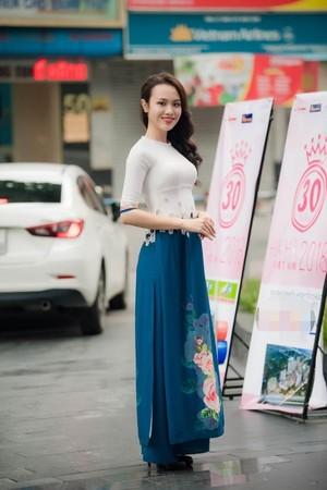 Huỳnh Phạm Thủy Tiên, sinh năm 1998 và hiện là sinh viên Đại học Ngoại thương TPHCM. Cô gái cao 1,7m vừa đăng quang cuộc thi Hoa khôi Ngoại thương cách đây một tháng. Trước khi thử sức ở các cuộc thi nhan sắc, Thủy Tiên từ nặng đến 90kg và phải ăn kiêng, luyện tập thể thao để giảm 32 kg. Tham gia cuộc thi nhan sắc cấp quốc gia, cô sinh viên ngành Kinh tế Đối ngoại kỳ vọng nối tiếng thành công của đàn chị Á hậu 2 Hoa hậu Việt Nam 2016 Thuỳ Dung (cũng là Hoa khôi Ngoại thương 2016).