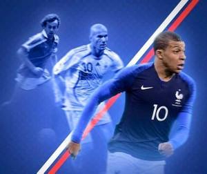 Được so sánh với Henry nhưng với nhiều người, đẳng cấp của Mbappe có thể vươn tầm cùng các huyền thoại của bóng đá Pháp như Platini và Zidane.