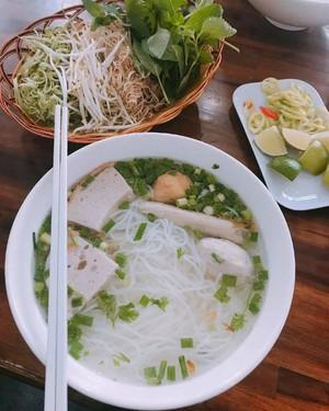 nhung-nha-hang-quan-an-dong-khach-cua-sao-viet-o-sai-gon-9