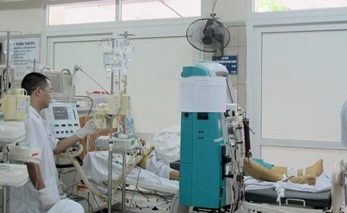Nam bệnh nhân đang được điều trị tích cực sau ngộ độc paracetamol