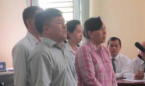 Các bị cáo tại trong buổi xét xử.