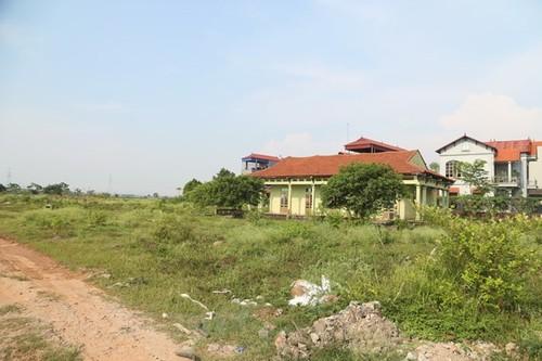 Đường vào dự án Khu biệt thự nhà vườn Nhung Nga (Mê Linh, Hà Nội). (Ảnh: Nguyễn Thắng/Vietnam+)