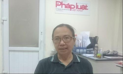 Bà Hoàng Kim Anh trao đổi sự việc với phóng viên